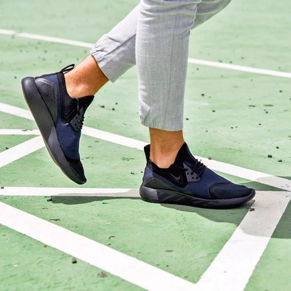 watch fe3f7 a826b Women s Nike LunarCharge Essential Black Sneakers