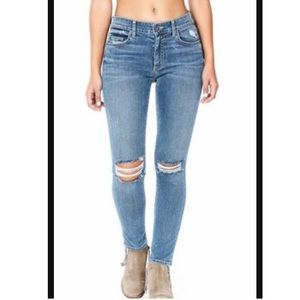 🌲🎁🌲NWT CARMAR jeans
