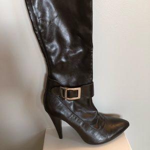 BCBG Knee length boot 👢