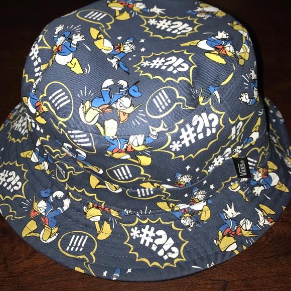 c66a9d45c5e21 Limited edition Disney x Vans collab bucket hat. M 59dd9f9f4e8d17f179011098