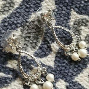 Jewelry - Vintage Pearl & Rhinestone Silvertone Earrings