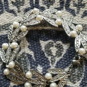 Jewelry - Vintage Pearl & Rhinestone Silverstone Bracelet