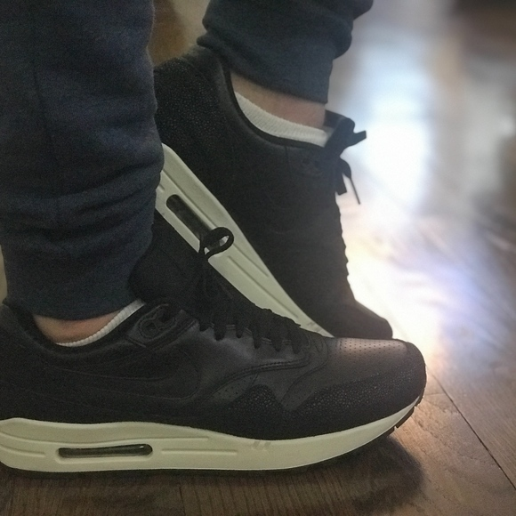 more photos aa6ee 9e1ac Nike Air Max 1 Leather PA