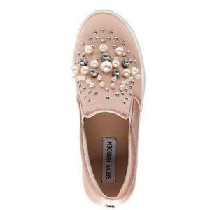 5eae09ccac3 Steve Madden Shoes - Steve Madden Blush Glamour Slide in Sneakers
