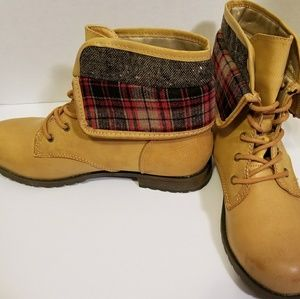 NWT Rampage casual boots