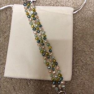 Jewelry - Triple pearl bracelet