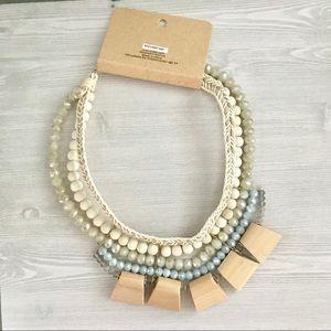 Jewelry - Stunning bib collar statement necklace