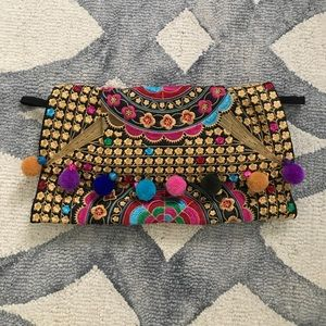 Handbags - Adorable embroidered clutch