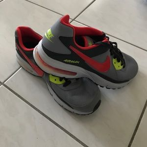 (New) Nike Air Captivate Sneakers