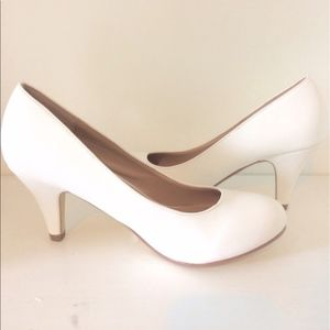 White Pumps. Journee Collection