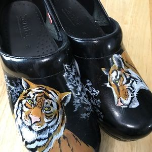 Sanita tiger head hand painted clogs