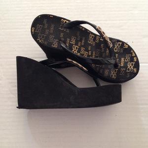 BEBE Black Platform Sandal Flip Flops (Size 5-6)