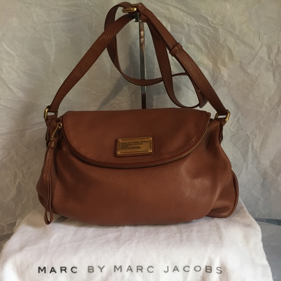 9d53ae699118 MARC BY MARC JACOBS NATASHA BROWN CROSS BODY BAG. M 59de6fbf36d594194103249a