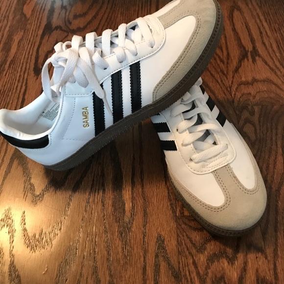 Le adidas samba brand new poshmark