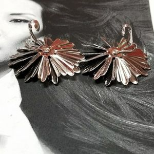 Vintage Jewelry - Vintage Sarah Coventry Daisy floral clip earrings