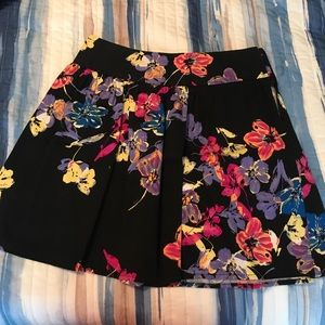 Super cute skirt, perfect for fall!