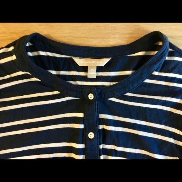 Banana Republic Tops - Banana Republic shirt size xs