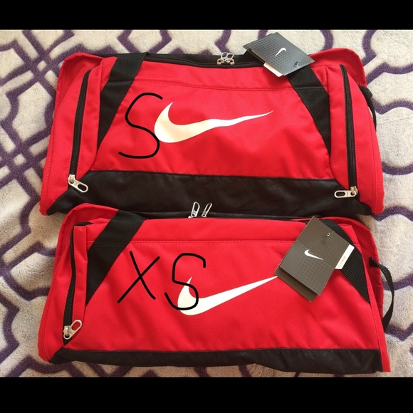 9b1327f7e4bc 📌FLASH SALE📌 NIKE gym workout duffle bag fitness
