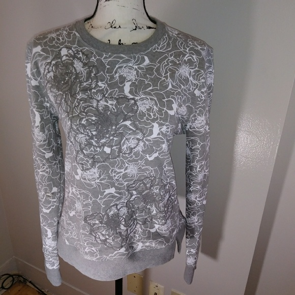 Banana Republic Tops - Gray and white Banana Republic floral sweatshirt M