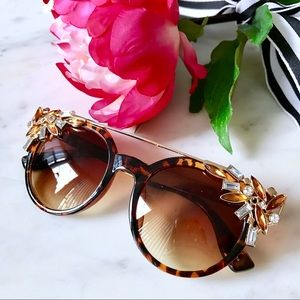 Accessories - 🎁2 for $24! 🎉HP🎉 Jeweled Cat Eye Sunglasses