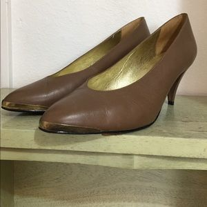 VintageGloria Vanderbilt Gold-Tipped Brown Heels