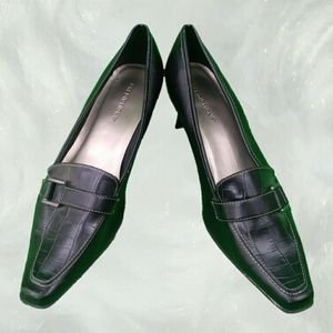 VINTAGE Kitten Heeled Black Oxford Pumps