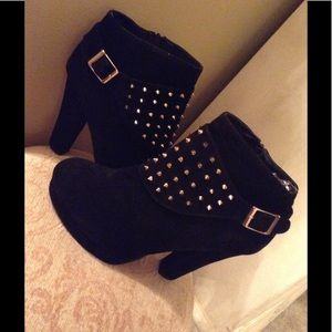beyond Shoes - ⬇️Black Suede gold studded Booties