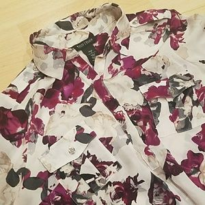 White House Black Market floral print top bin C