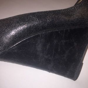 bdd0e6452c3 Christian Louboutin wedge pumps - cracked black