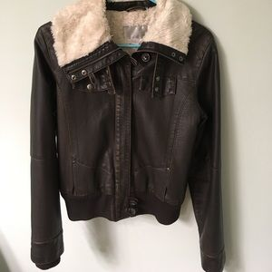Brown bomber jacket with foe fur.