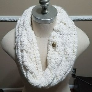 Betsey Johnson Ivory Pearl Power Snood