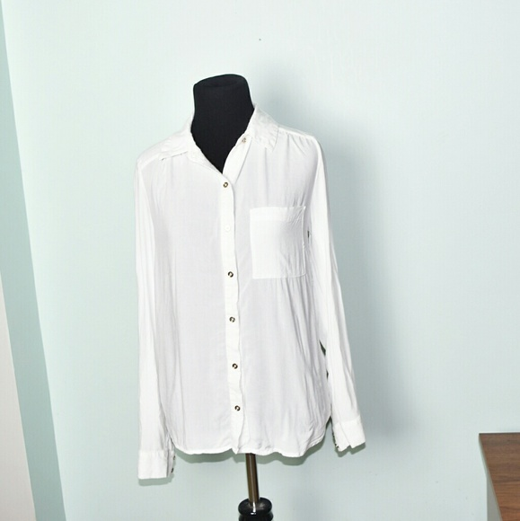4fa4272b Beautiful White Flowy Button Down Shirt. M_59ded3ed56b2d68872019483