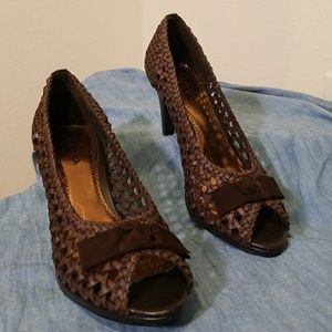 NWOT peep toe heels BANGO