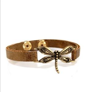 BROWN LEATHER DRAGONFLY SNAP BRACELET.