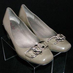 Me Too 'Perri 2 patent leather link square heel 7M