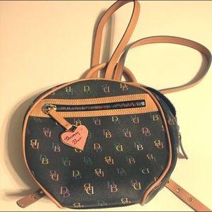 Dooney & Bourke Circle Bag IT54