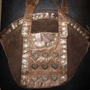 Brown suede &leather Nicole lee tote w/metal decal