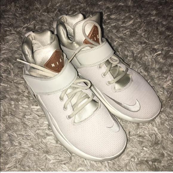 Nike Shoes - Nike Kwazi Women s 7.5 Sample Shoe e3fd65791