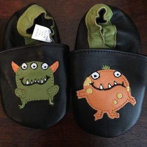 Other - Ew without tags baby shoes 6-12 months