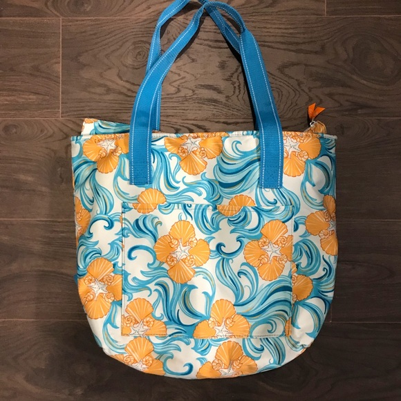 8ffe0692117fb0 Lilly Pulitzer Handbags - Lilly Pulitzer Cooler Tote