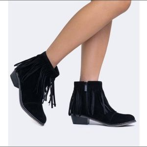 Shoes - On Trend Fringe Ankle Bootie Round Toe Low Heel