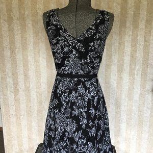 LOFT Dresses - LOFT petite black and white sleeveless dress