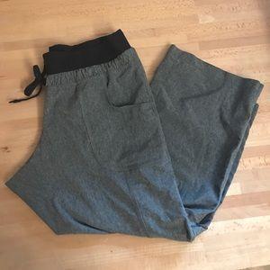 Athleta gray and black capri cropped pant