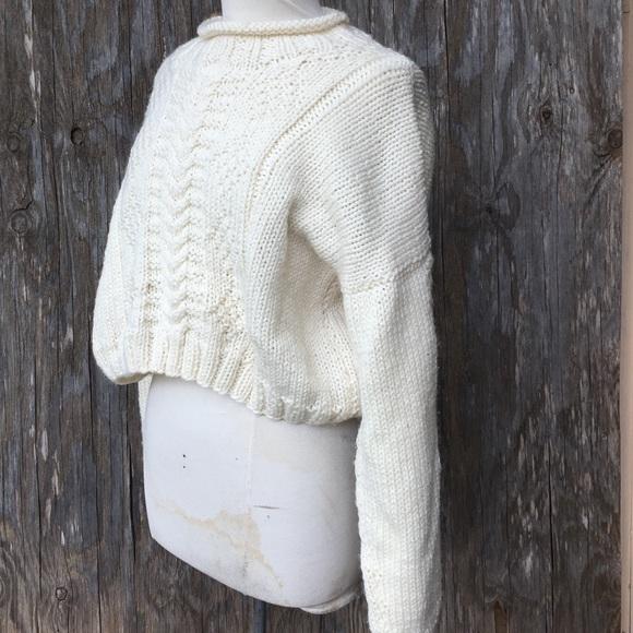 05a4dfcc3fb33a Vintage hand knit cropped chunky sweater. M_59dfabef78b31cc94f03ffc8