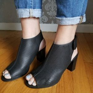 Shoes - 🎉HP🎉Black Perforated Booties