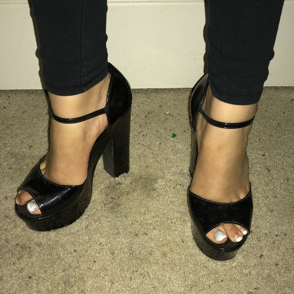 325f847ab11d Forever 21 Shoes - Glossy Black Platforms!
