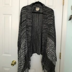Cozy black and white Billabong Cardigan
