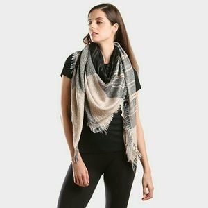 •Fall Trends• Fringed Scarf (Beige Edition)