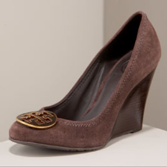 e4c985c046c86f Tory Burch Sophie suede wedge pumps in brown. M 59dfdd972ba50a3541009b92