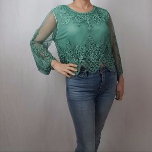 NWT EMBROIDERED VINTAGE INSPIRED BELLE SLEEVE TOP
